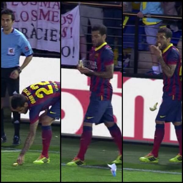 Dani-Alves-se-come-una-banana-diciendo-NO-al-Racismo-en-el-Barcelona