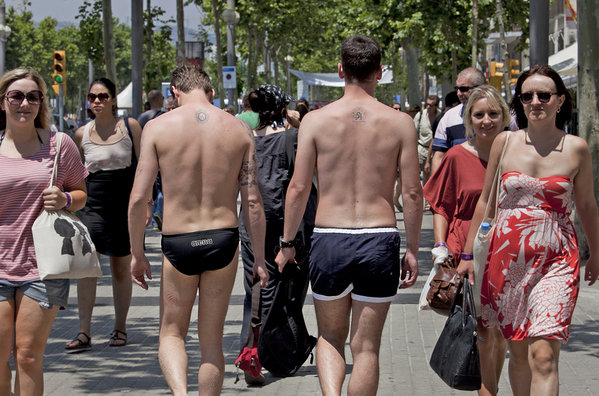 La-Guardia-Urbana-nudismo-barcelona