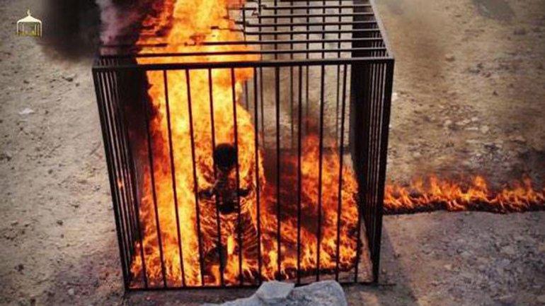 queman-vivo-al-prisionera